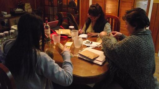 Alumnas de Punta Arenas durante un taller en casa