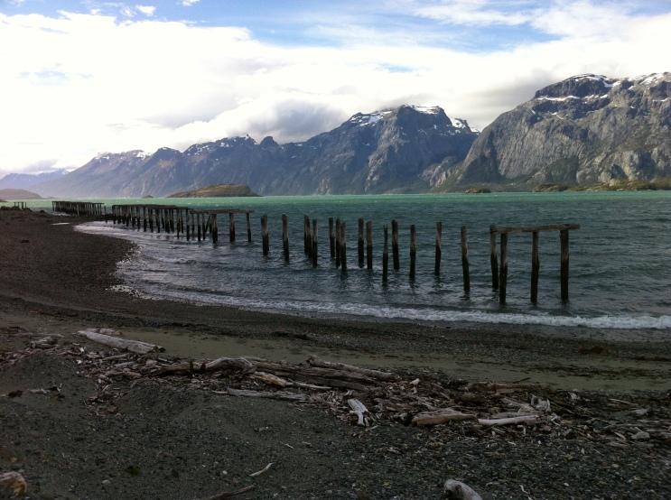 Antiguo muelle en Caleta María, al sur de isla Tierra el Fuego